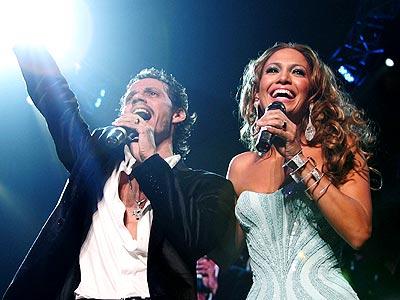 Marc Anthony y Jennifer López en concierto.
