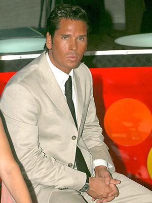Roberto Palazuelos, Bronceado