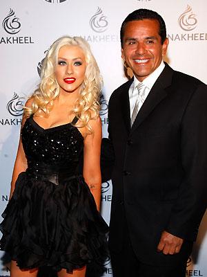 Christina Aguilera, Antonio Villaraigosa
