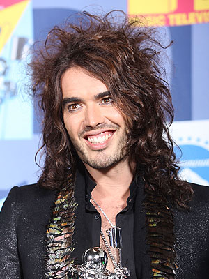 Russell Brand, cabellos