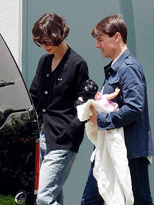 Tom Cruise, Katie Holmes, en el set