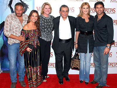 Arath de la Torre, Claudia Lizaldi, Arturo Ruiz, Chantal Andere, Valentino Lanús