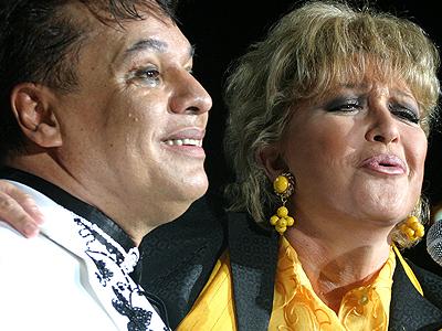 Juan Gabriel, Angélica María
