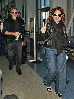Gloria Estefan, Emilio Estefan, Viajeros