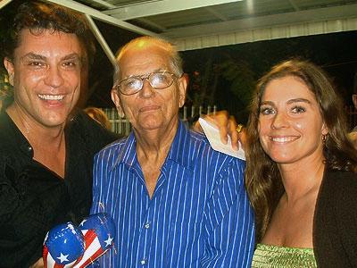 Osvaldo Ríos, su padre Kenny Sánchez (q.e.p.d.), y la esposa de Ríos, Kassianna Rosso