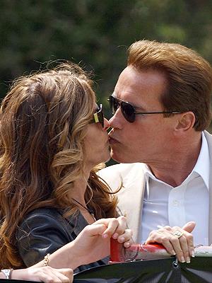 Arnold Schwarzenegger, Maria Shriver, Besos