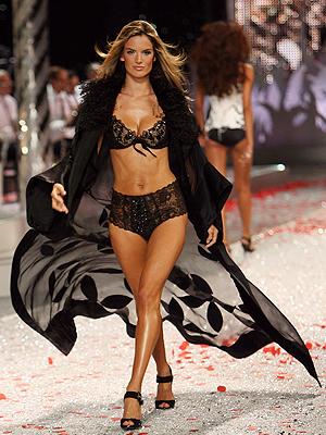 Alessandra Ambrosio, Victoria's Secret