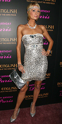 Paris Hilton, Sin senos sí hay paraíso