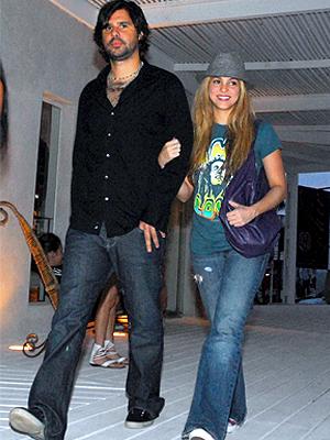 Shakira, Antonio de la Rúa, Now and Then, Parejas