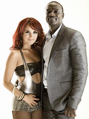 Dulce María, Akon