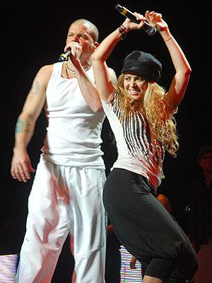 Calle 13, Shakira