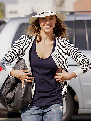 JESSICA ALBA, sombrero