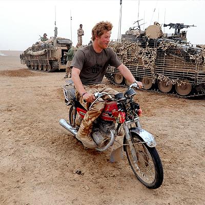 Príncipe Harry, Famosos sobre ruedas