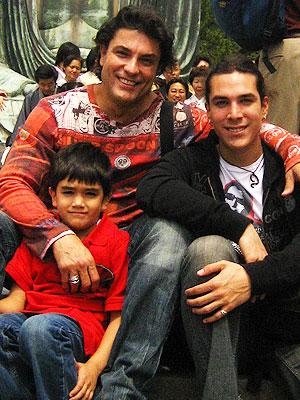 Osvaldo Ríos y sus hijos
