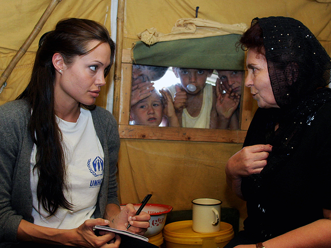 Angelina Jolie, Stars giving back
