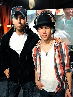 Enrique Iglesias, Nick Jonas