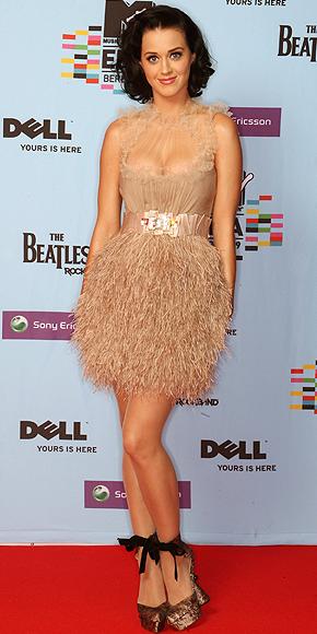 Katy Perry, plumas