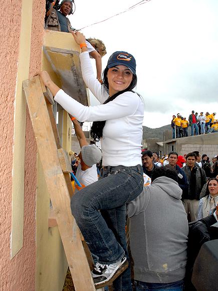 Maite Perroni, Stars giving back