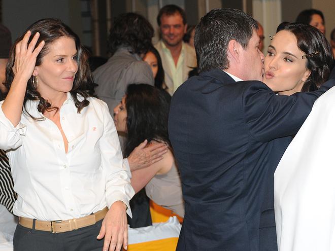 Rebecca Jones, Alejandra Barros, Alejandro Camacho