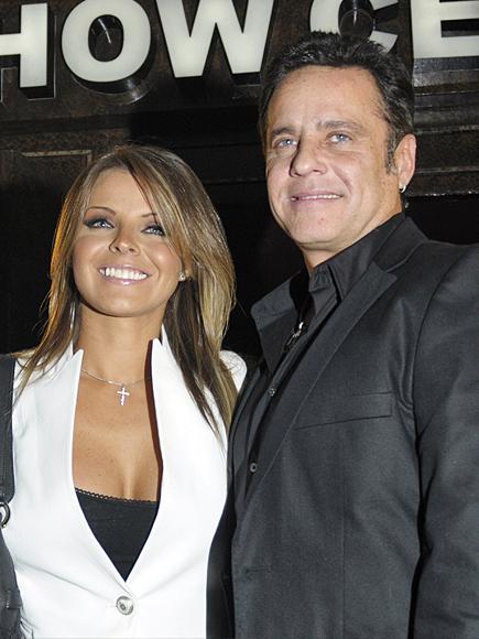 Alexis Ayala, Fernanda López