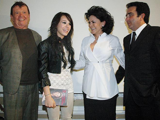 Danna Paola, Mara Patricia Castañeda, Vicente Fernández Jr., Chabelo