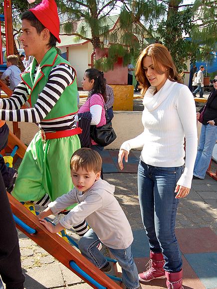 Luz Elena Gonzalez, Santiago