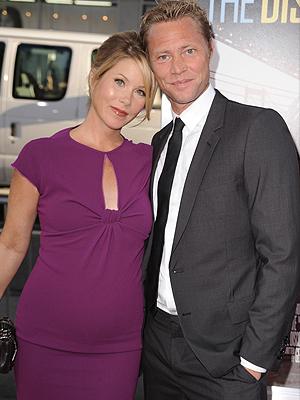 Christina Applegates y su prometido Martyn LeNoble