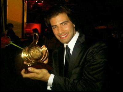 Jencarlos Canela gana un Premio Lo Nuestro de Univisión