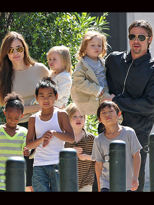 Angelina Jolie, Brad Pitt, Shiloh, Maddox, Pax, Vivienne, Knox, Zahara