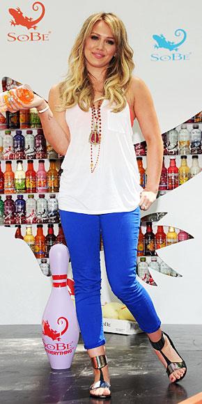 HILLARY DUFF, Jeans de colores