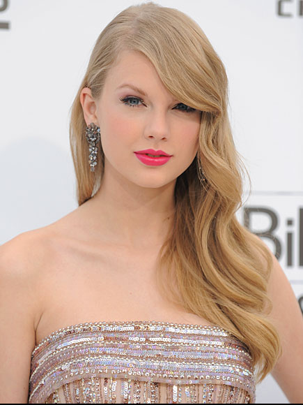 TAYLOR SWIFT, Mejores peinados 2011