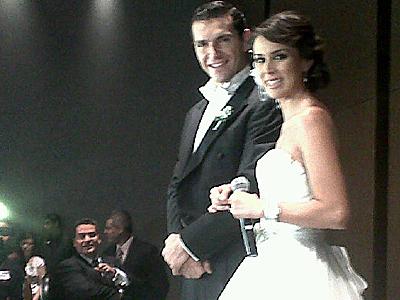 Jacqueline Bracamontes y Martín Fuentes se casaron por la Iglesia