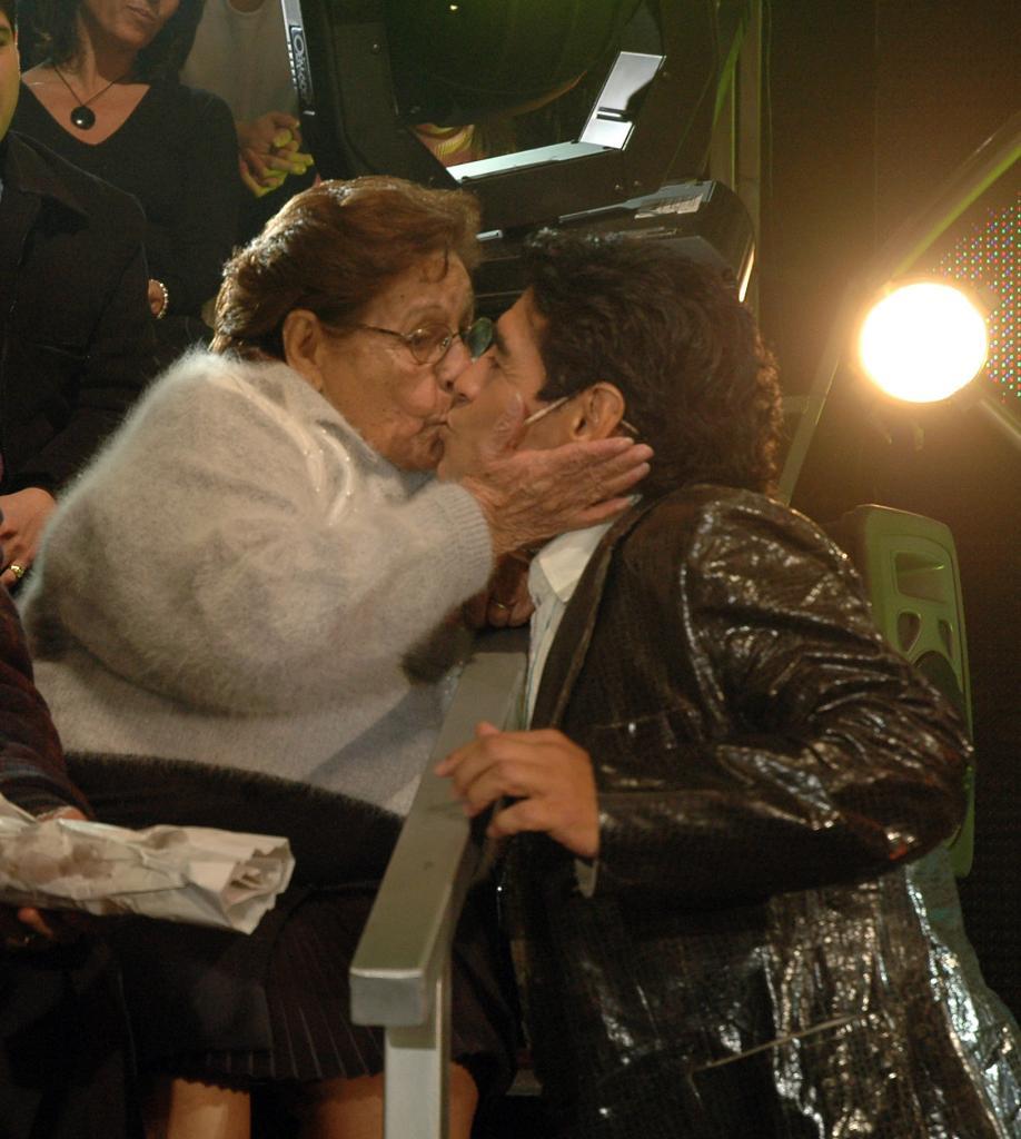 Diego Maradona y su madre, Dalma Salvadora Franco de Maradona