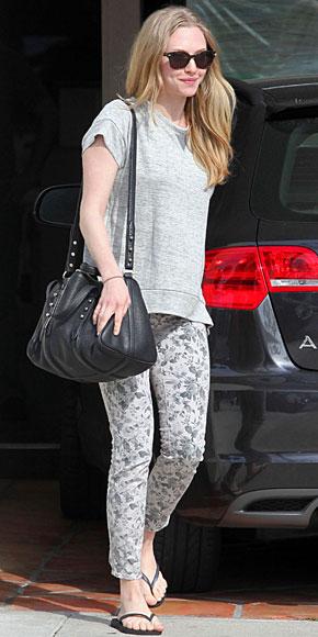 AMANDA SEYFRIED, Floral pants