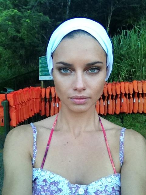 Adriana Lima, Mariela Bagnato