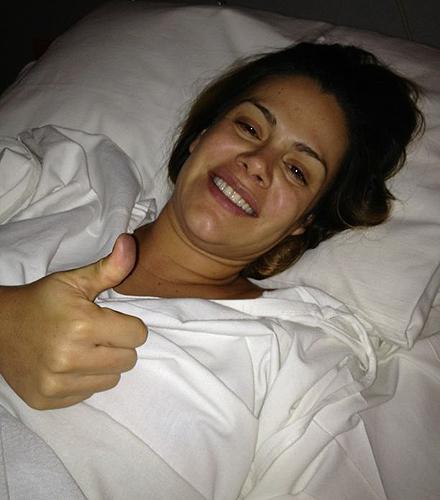 Luz Elena González en el hospital, instantes después de dar a luz
