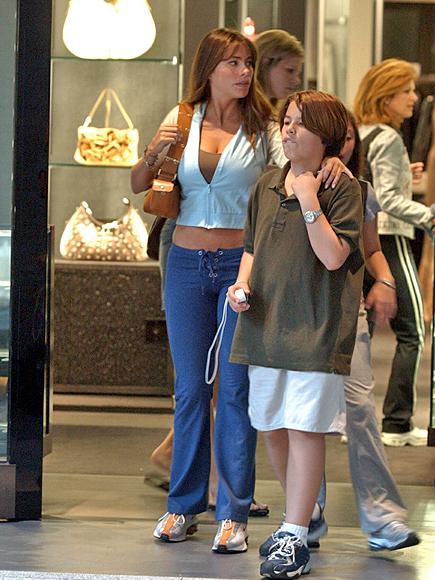 Sofía Vergara con su hijo Manolo en el año 2002, evolution