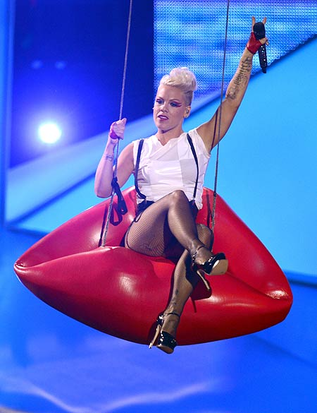 MTV Video Music Awards 2012, Pink