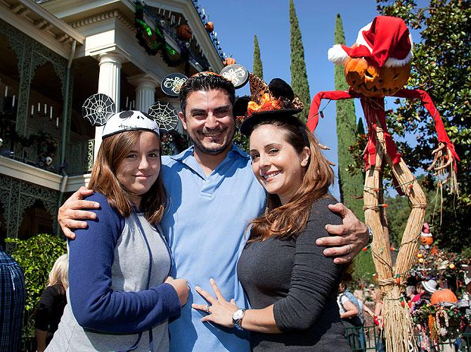 Karyme Lozano, Michael Domingo, Ángela, Míralos
