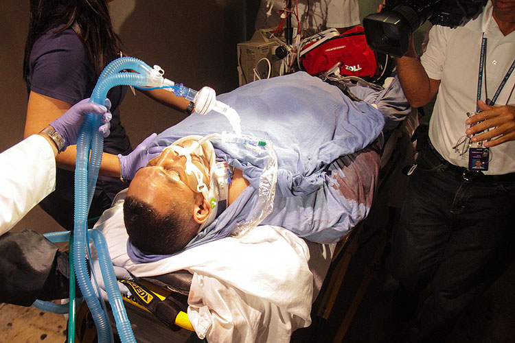 Macho Camacho baleado llega entubado a Centro Médico