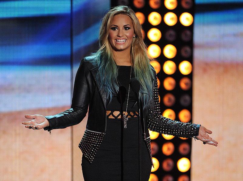 Demi Lovato, Famosas con mechas de colores