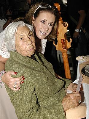 Laura Zapata con abuela