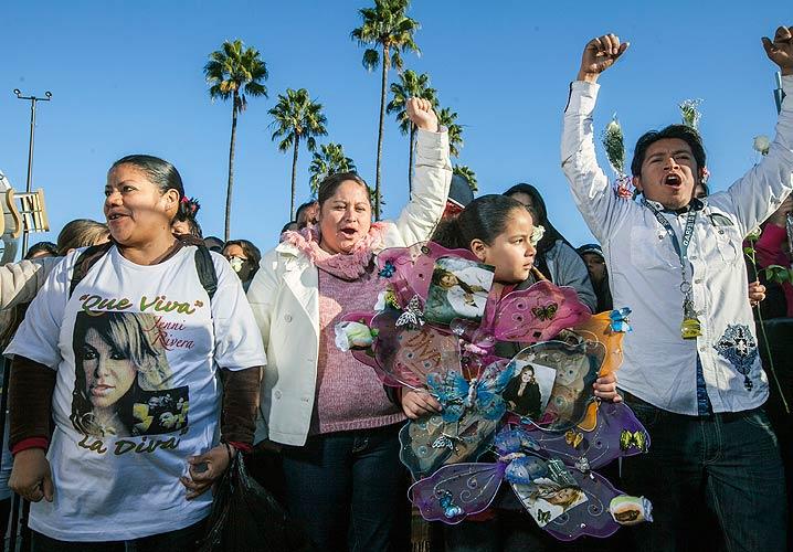 Muerte de Jenni Rivera, tributo, homenaje, fans, funeral