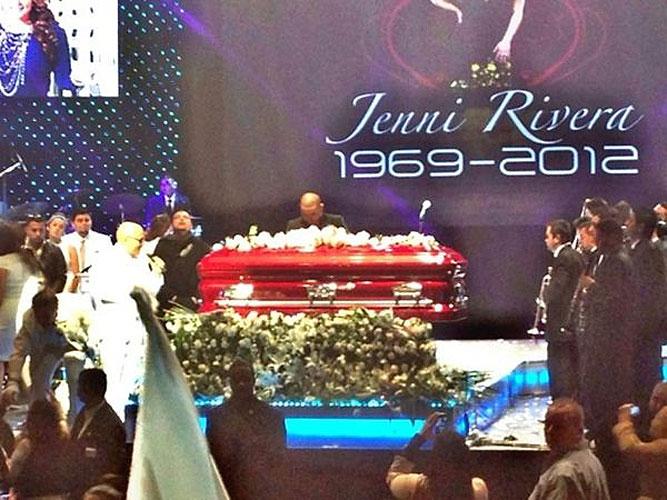 Muerte de Jenni Rivera, tributo, homenaje, fans, casa, madre, familia, Larry Hernández