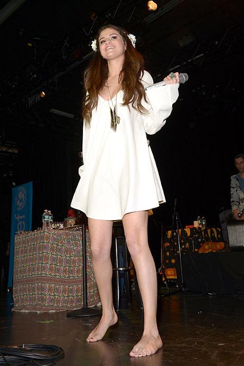 Selena Gomez, Míralos