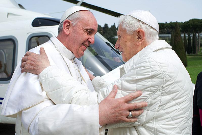 Papa Francisco, Benedicto XVI, Míralos