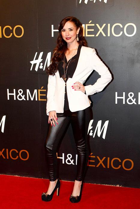 ANDREA TORRE, Fashionable telenovela stars