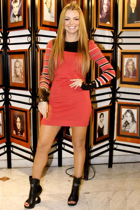 MARJORIE DE SOUSA, Fashionable telenovela stars