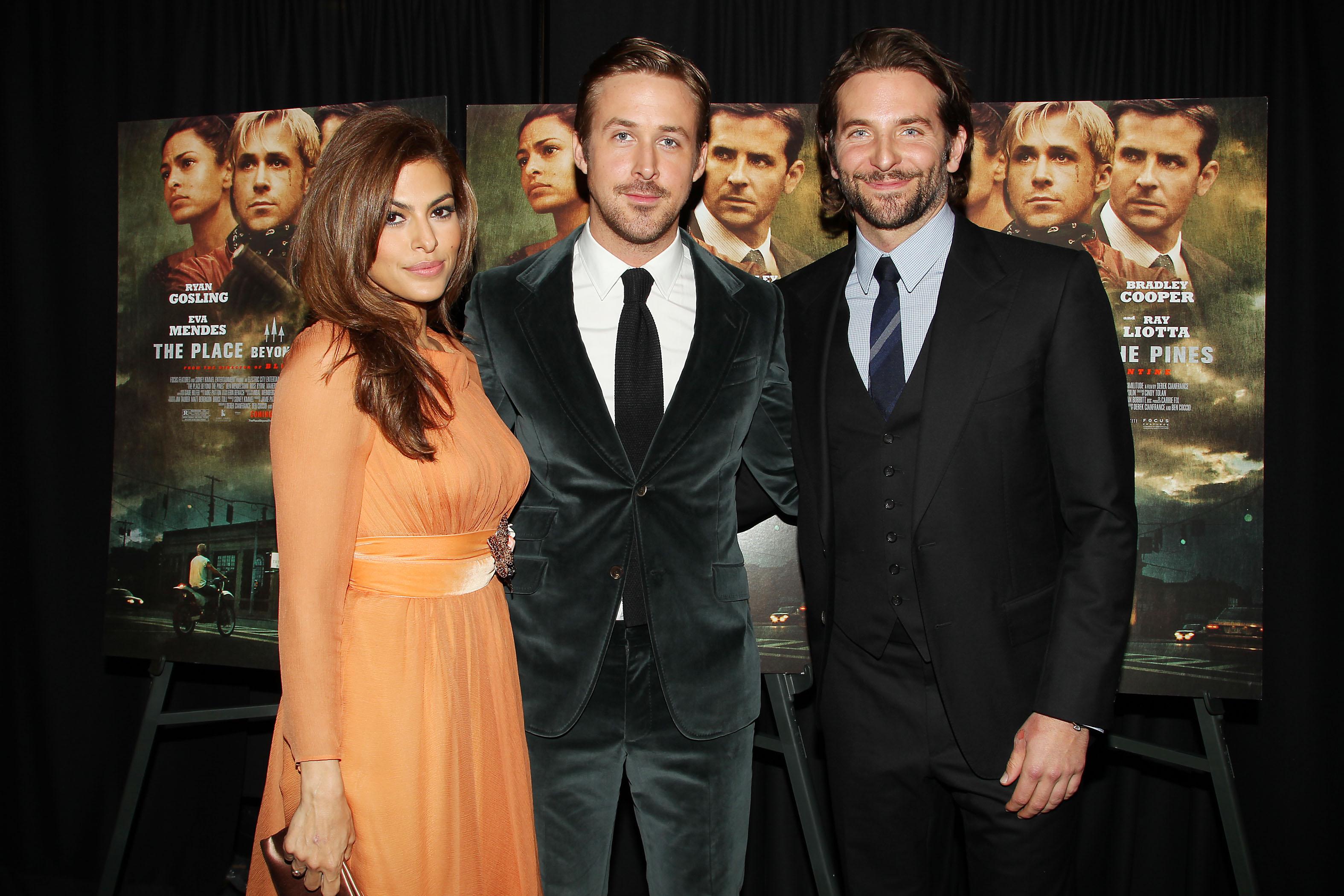 Eva Mendes, Ryan Gosling, Bradley Cooper, Míralos