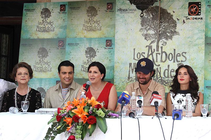 Jaime Camil, Adriana Louvier, Míralos